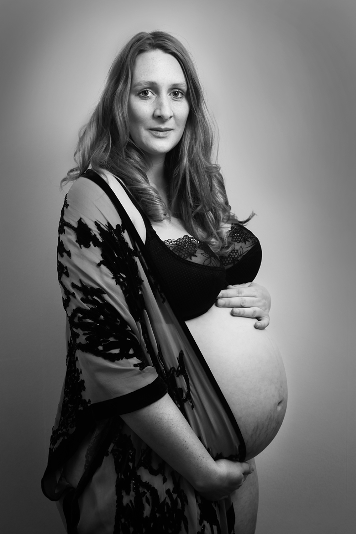 BenjaminRobertMuir-Family-Photographer-Bristol-UK-Pregnancy-Maternity-Arty-photographyQueenie