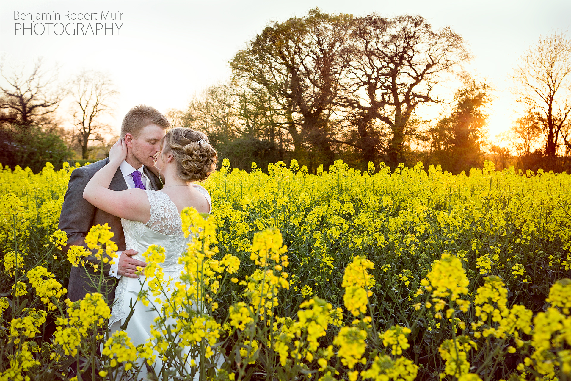 The sunset Kiss. Couple photos. Beautiful wedding photography photographers in Exmouth, Bristol, South West. English photographer in Barcelona, Spain